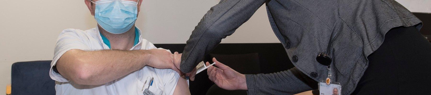 Vaccineren personeel acute zorg begonnen
